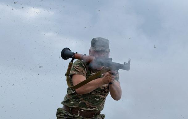 В Луганске продолжается штурм военной части