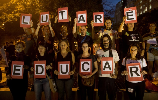 В Бразилии протестуют против проведения ЧМ по футболу