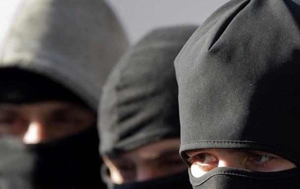На трассе Мариуполь-Донецк неизвестные в масках угнали автобус