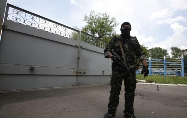 В Луганске захватили очередную воинскую часть
