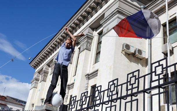 Беспорядки под посольством РФ в Киеве: как это было