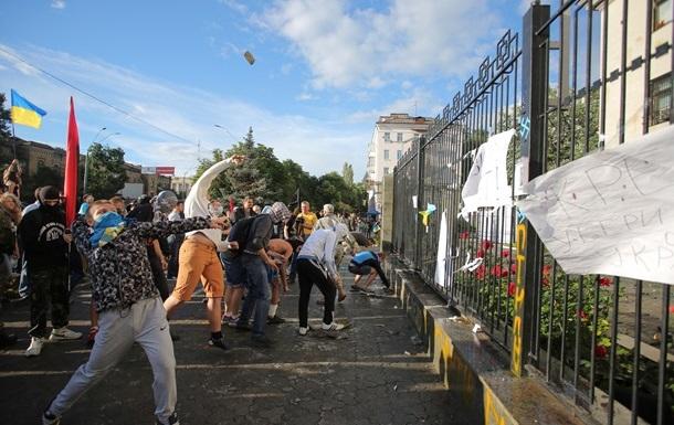 За фактом безладів біля посольства РФ затримано три людини - МВС