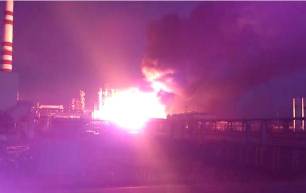 В сети появилось видео пожара на российском НПЗ в Ачинске