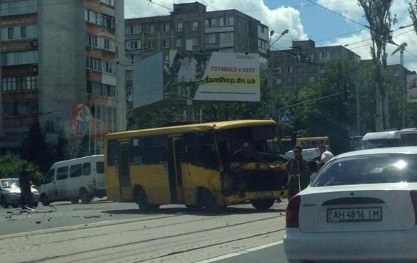 В Донецке столкнулись маршрутка и КамАЗ с бойцами ДНР