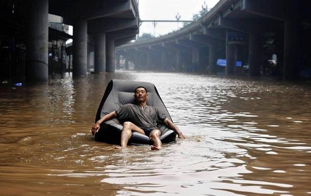 В Китае от наводнений пострадали почти 60 тысяч человек