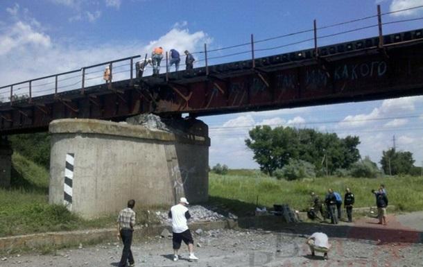 В Запорожской области взорвали железнодорожный мост