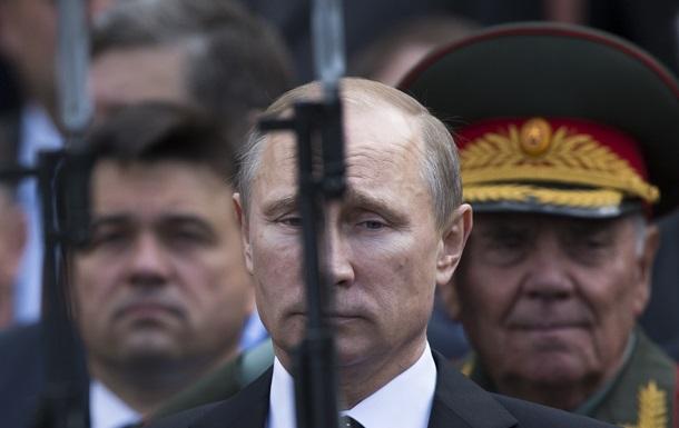 Хитрит или испугался. Интернет об отказе Путина от введения войск в Украину