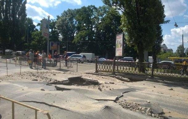 На столичном бульваре Шевченко до 27 июня перекроют движение в сторону площади Победы