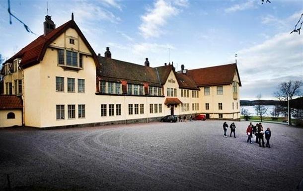 Суд постановил закрыть шведскую школу для аристократов, где учеников пытали утюгом