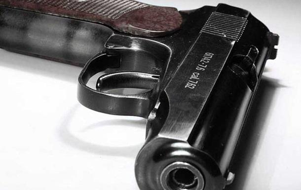 Порошенка просять легалізувати короткоствольну зброю