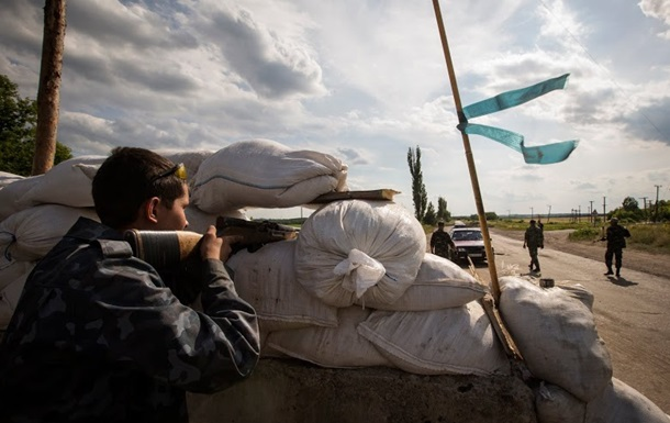 Возле Славянска обстреляли блокпост сил АТО, двое военных ранены - Тымчук