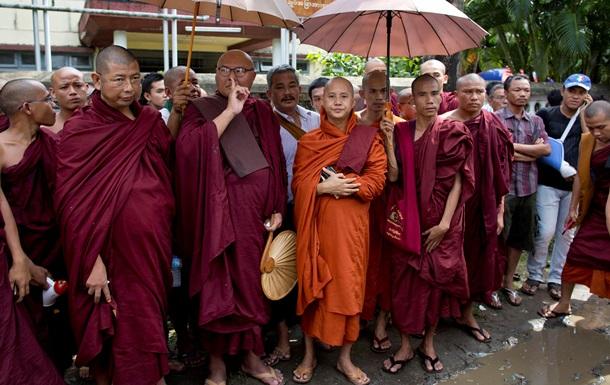 В Бирме 500 буддистов напали на группу мусульман