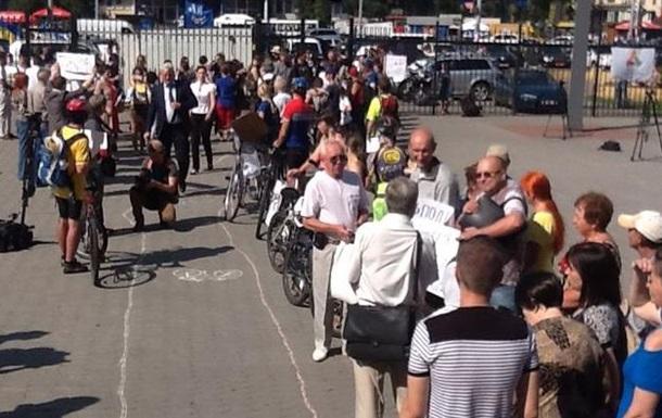 Заседание КГГА пикетируют велосипедисты
