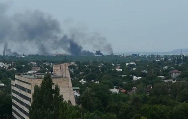Обстреливают Луганск: снаряды попали в пять жилых домов - МВД