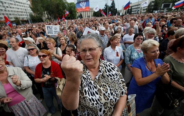 Эмоциональный митинг ДНР в Донецке - фоторепортаж