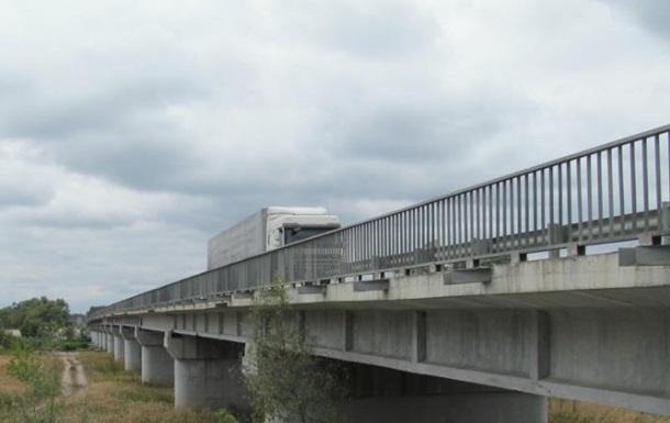 Неизвестные повредили автодорожный мост на трассе Ростов - Харьков
