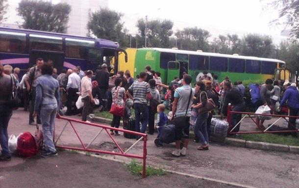 Две сотни беженцев выехали из Донецка в Россию