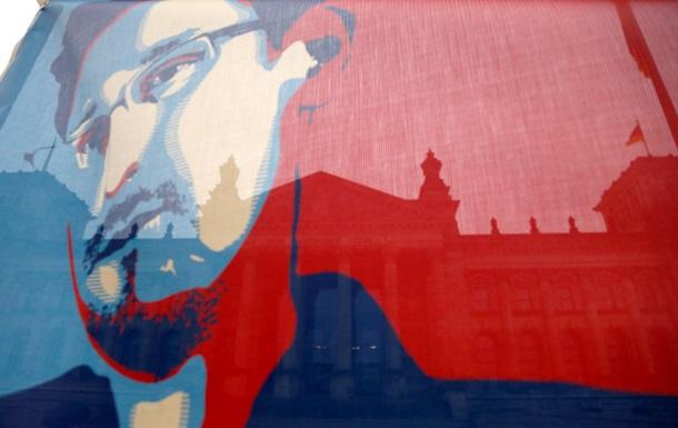 Сноуден попросил продлить его пребывание в России