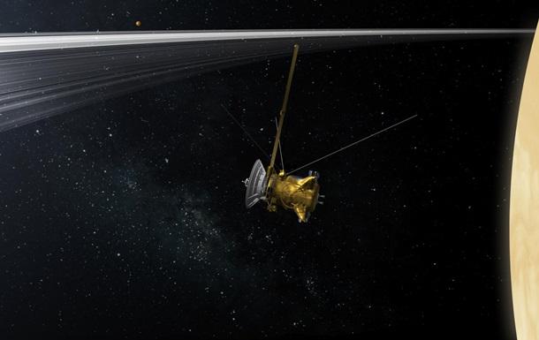 Зонд Cassini заснял одновременно все  достопримечательности  Сатурна