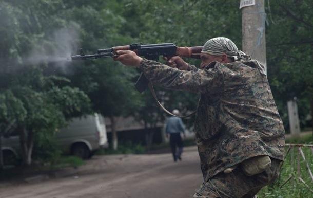 Под Донецком продолжаются бои, слышны взрывы