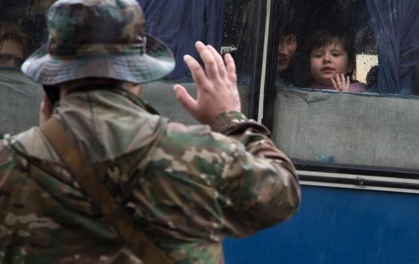 Из Донецка в Ростов бегут семьи сепаратистов - фото