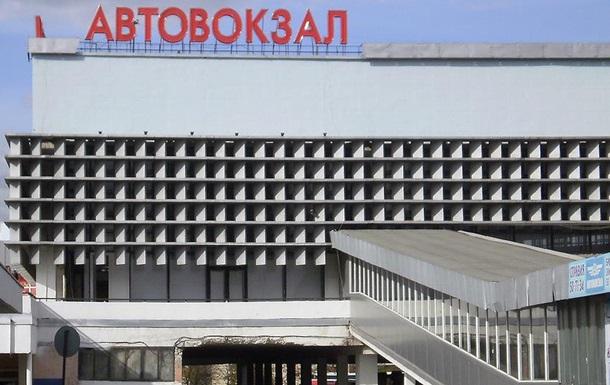 В Луганске снаряд попал в здание автовокзала