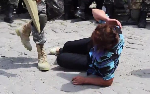 Акция протеста матерей призывников переросла в потасовку