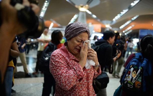 У столичний аеропорт Малайзії з їжджаються родичі пасажирів Боїнга