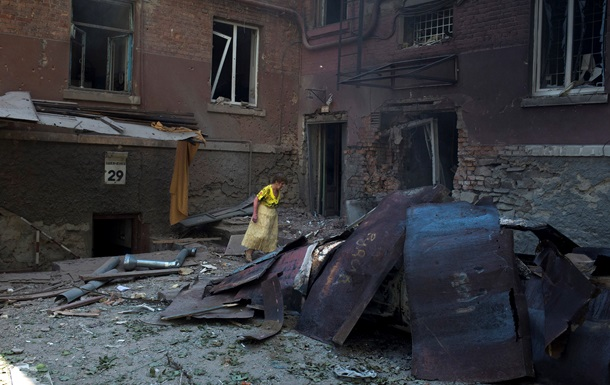 В Донецке горели жилые дома, в Луганске подсчитали жертвы