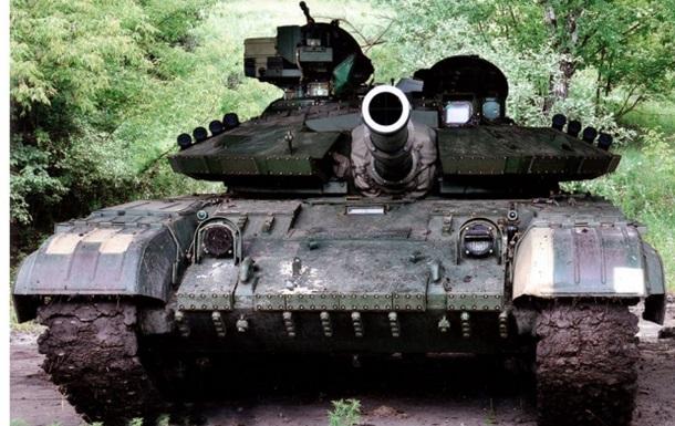 Ополченцы  обстреливают Донецк из двух танков под украинскими флагами - штаб АТО