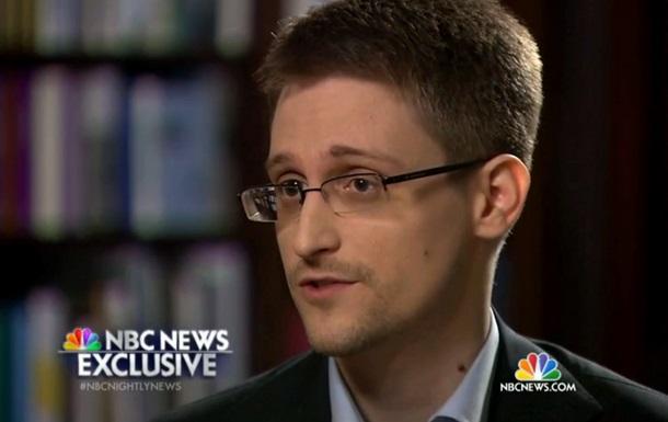 Эдвард Сноуден попросил политического убежища в России