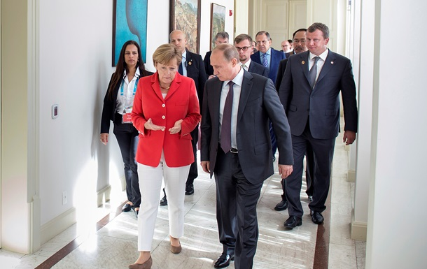Берлин отрицает, что Меркель торгуется с Путиным за Крым