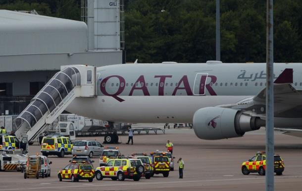ЧП в Британии. На борту самолета обнаружено  подозрительное устройство