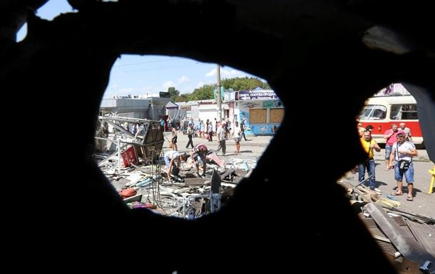 Последствия боев в Донецке: фоторепортаж