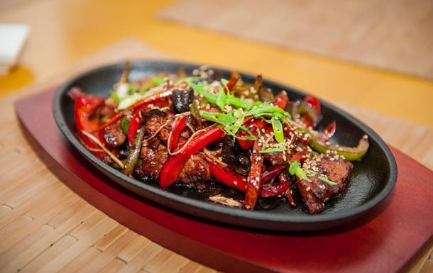 Телятина с овощами в соусе «Хойсин»: рецепт от бренд-шефа