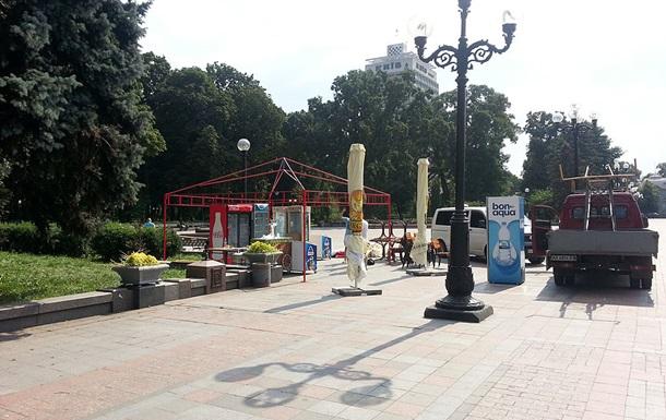У Києві з Маріїнського парку прибрали кіоски