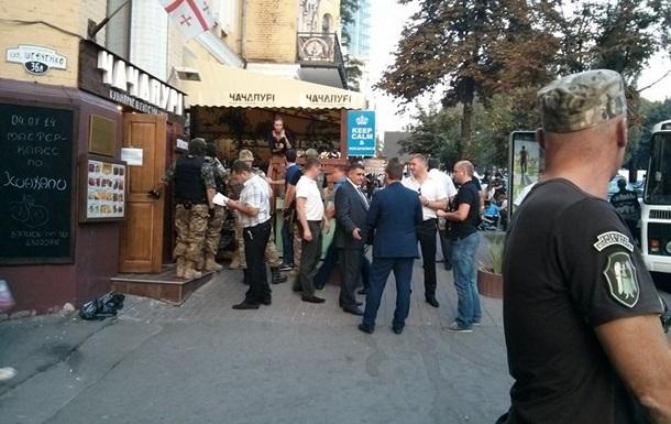 Захватчиков ресторана в Киеве оставили за решеткой на два месяца