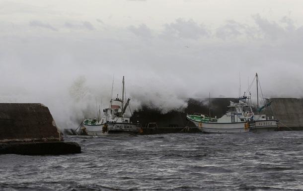 В Японии эвакуируют около полумиллиона человек из-за тайфуна