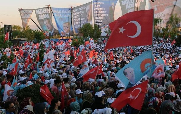 В Турции впервые проходят прямые президентские выборы