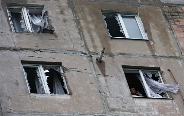 Луганск восьмой день остается в блокаде: нет света, воды и связи