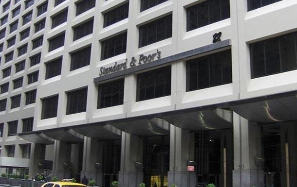 S&P повысило прогноз по рейтингам трех банков Украины