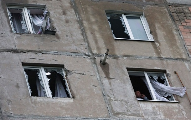 Луганск не прекращают обстреливать, воды и света нет