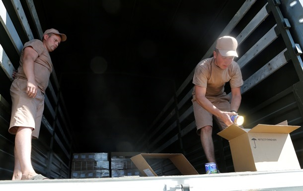 Представитель гуманитарной колонны РФ объяснил, почему грузовики загружены не полностью