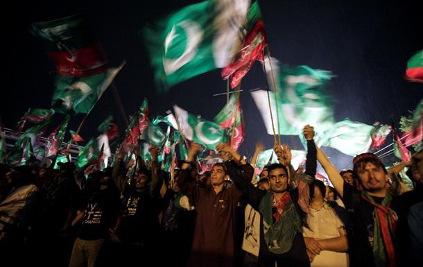 Более 60 тысяч человек протестовали против власти в Пакистане