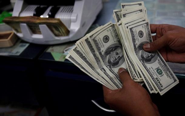 Доллар стабилен на межбанке, евро растет