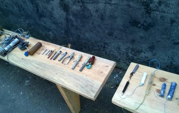 Ручки-мины и телефоны-бомбы: что остается в покинутых сепаратистами городах