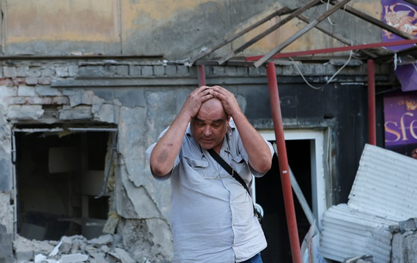 Столицу Донбасса терзает война: фоторепортаж