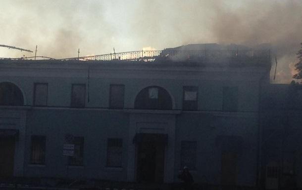 В Донецке горит железнодорожный вокзал