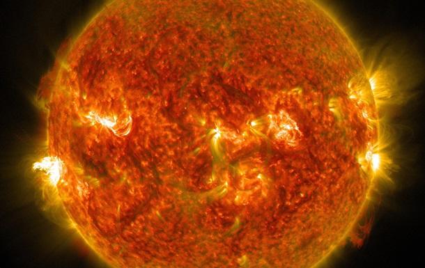 NASA зафиксировало целую серию вспышек на Солнце