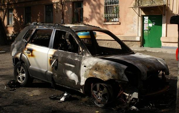 В Николаеве задержали четверых, уничтожавших авто с национальной символикой